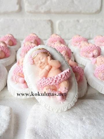 uyuyan kız bebek